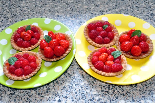 Juni 2020 ... Rote Fruchttörtchen ... Erdbeer- und Himbeertarteletts ... Brigitte Stolle