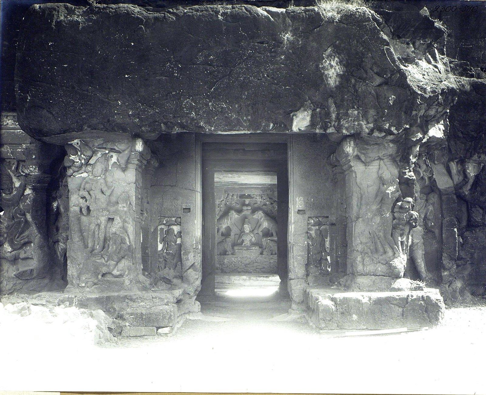 Храм Кайласа в Эллоре (рельефы внутри первой пещеры) (11)