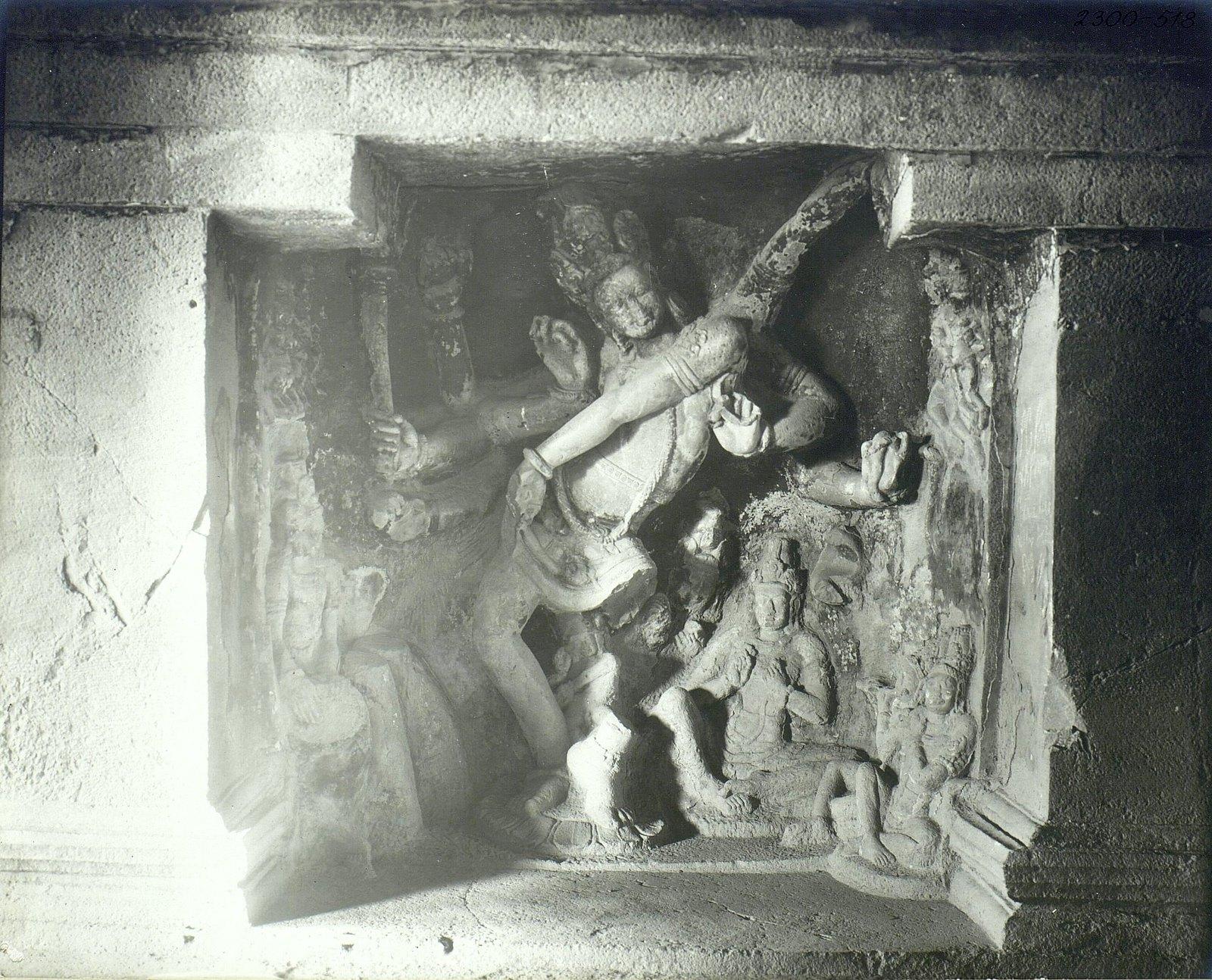 Храм Кайласа в Эллоре (рельефы внутри первой пещеры) (4)