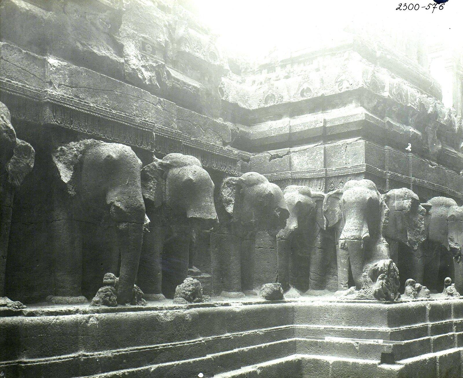 Храм Кайласа в Эллоре (деталь рельефа со слонами) (7)