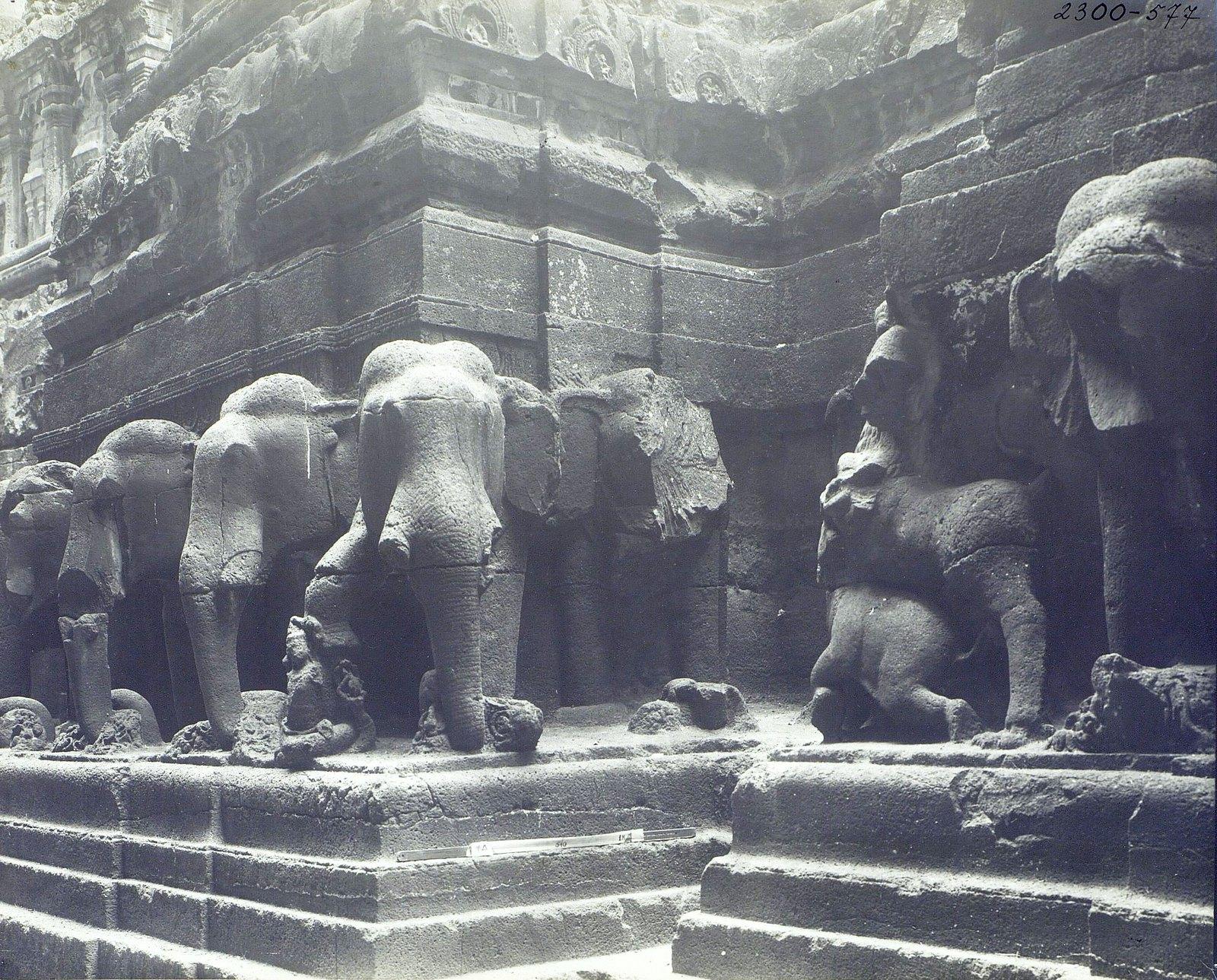 Храм Кайласа в Эллоре (деталь рельефа со слонами) (6)