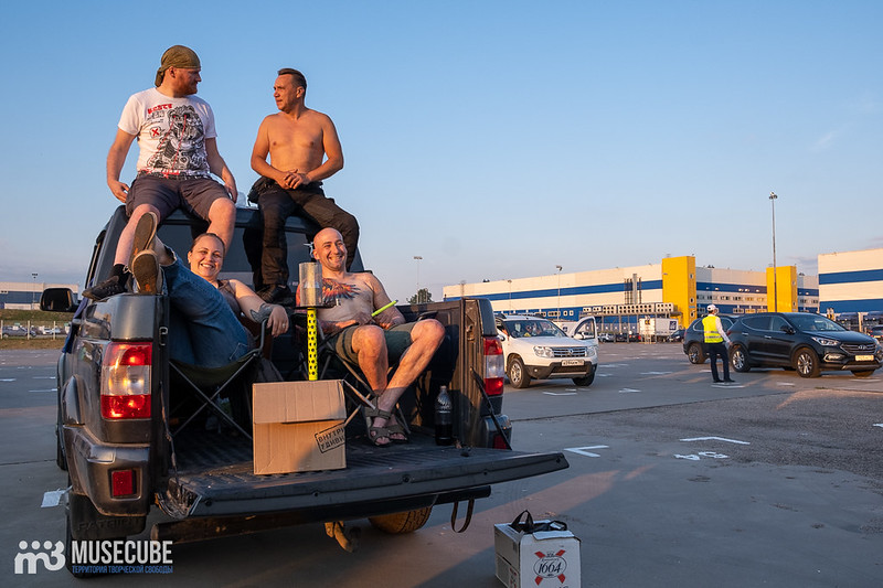 """Концерт группы """"Пикник"""" на автомарафоне """"Белая полоса возвращения"""" в Санкт-Петербурге."""