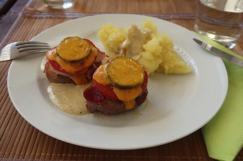 Überbackene Schweinefilets mit Senfsoße und Kartoffelstampf (mein zweiter Teller)