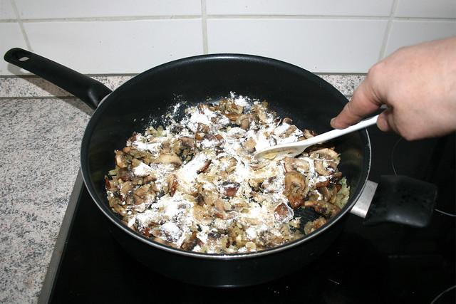 27 - Mehl mit andünsten / Braise flour