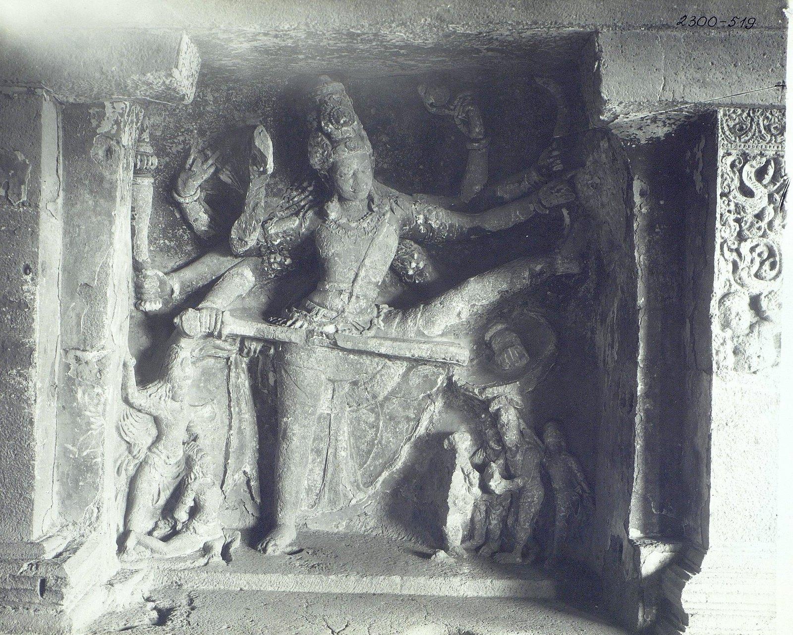 Храм Кайласа в Эллоре (рельефы внутри первой пещеры) (12)
