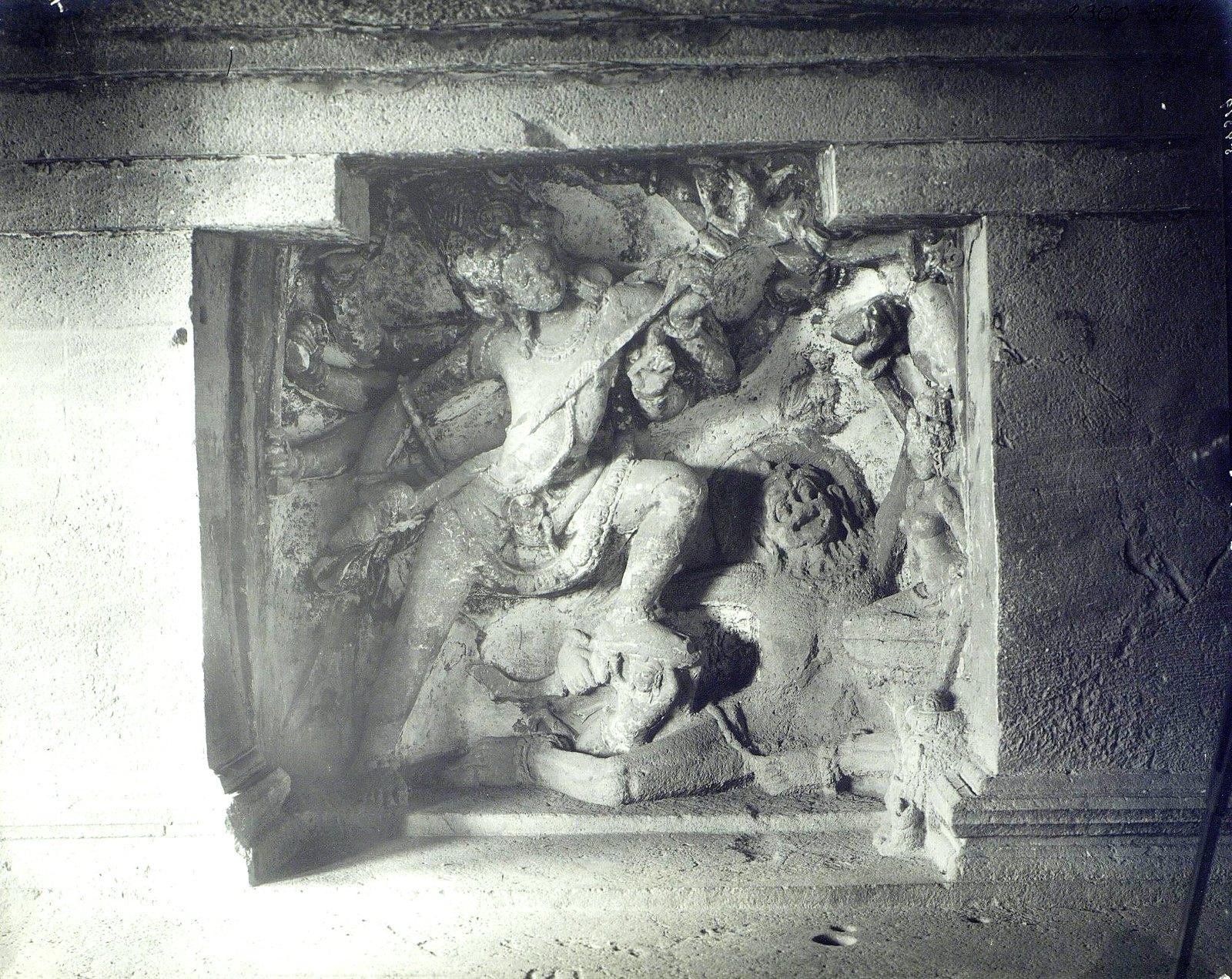 Храм Кайласа в Эллоре (рельефы внутри первой пещеры) (2)