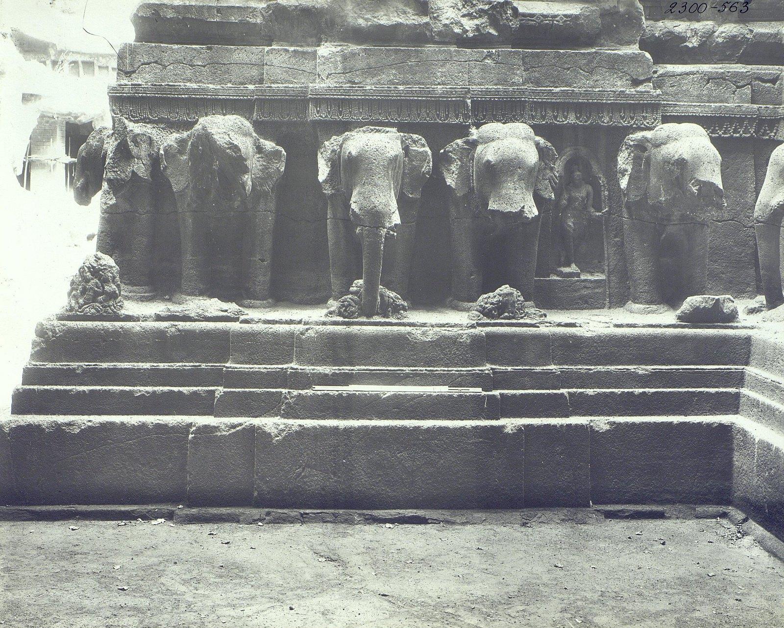 Храм Кайласа в Эллоре (деталь рельефа со слонами) (3)