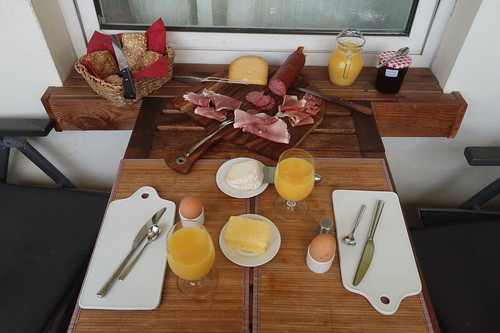 Samstagsfrühstück auf unserem Balkon