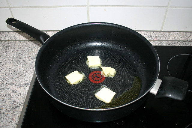 20 - Butter in Pfanne zerlassen / Melt butter in pan