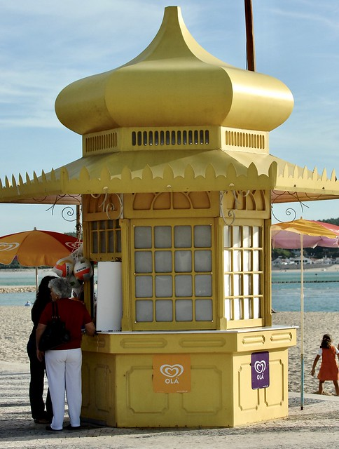 Yellow Beach Kiosk