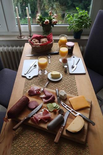Frühstück am Sonntagmorgen (Tischbild)