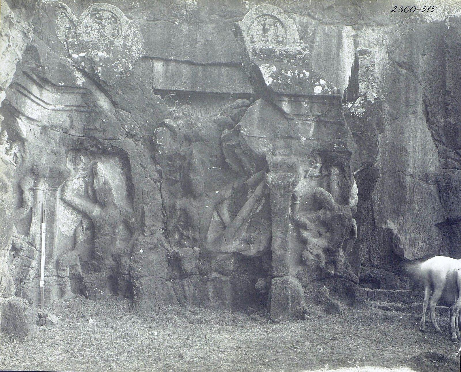 Храм Кайласа в Эллоре (рельефы внутри первой пещеры) (10)