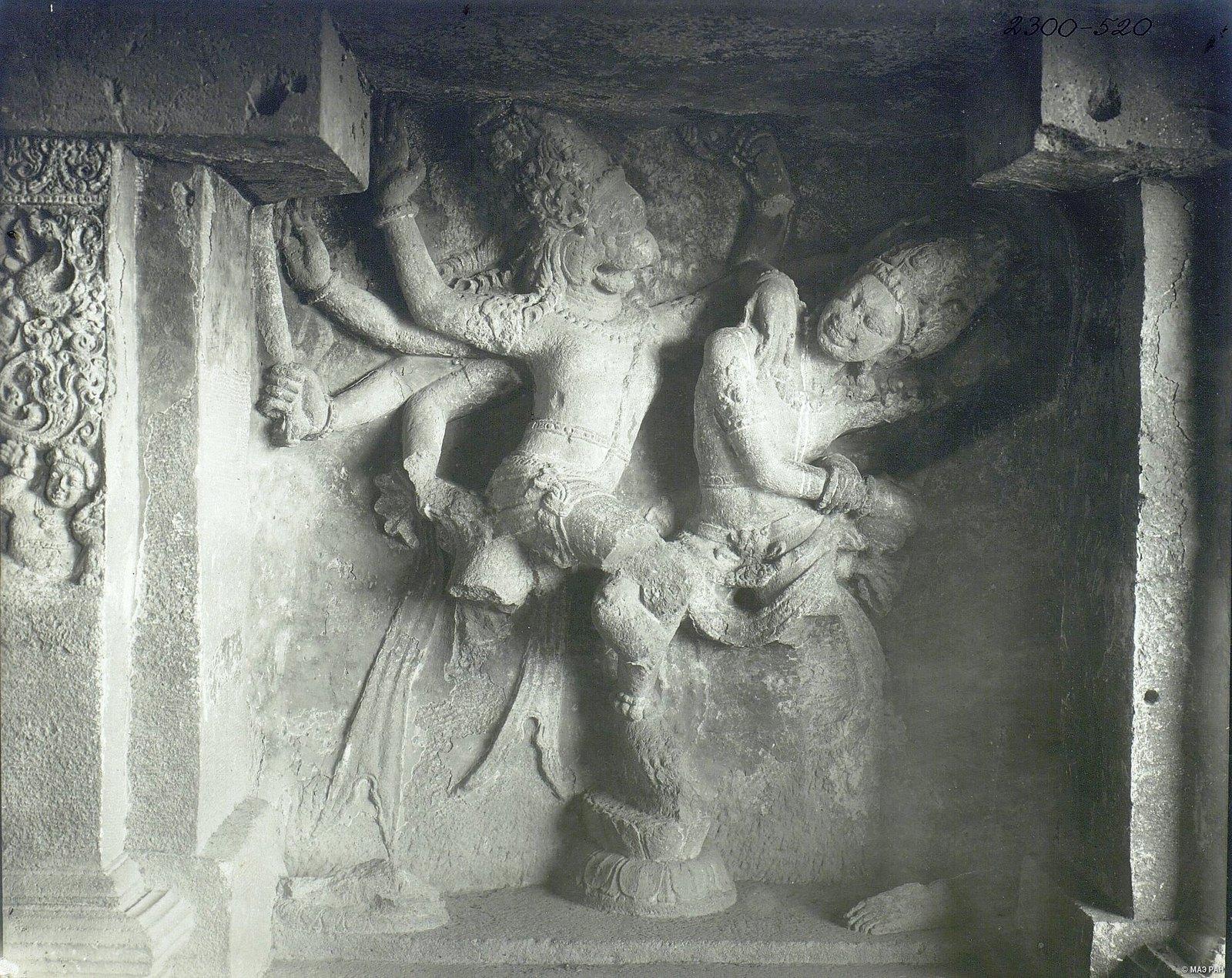 Храм Кайласа в Эллоре (рельефы внутри первой пещеры) (8)