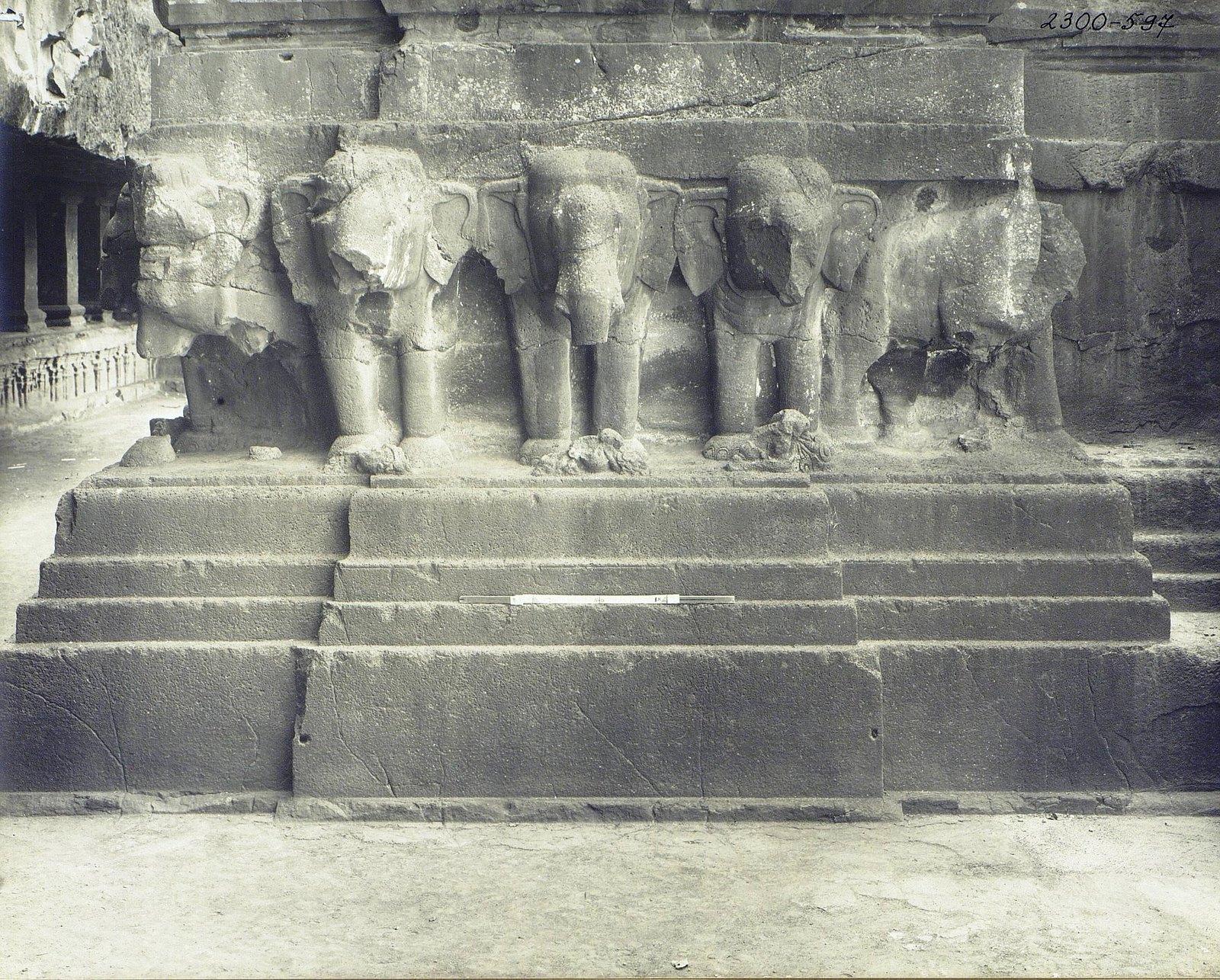 Храм Кайласа в Эллоре (деталь рельефа со слонами) (8)