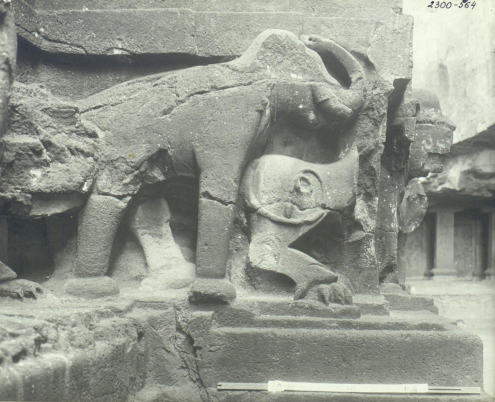 Храм Кайласа в Эллоре (деталь рельефа со слонами) (2)