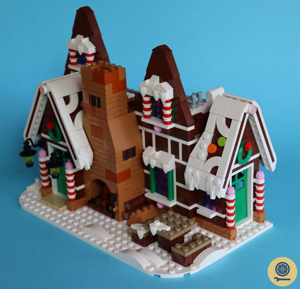10267 Gingerbread House 12