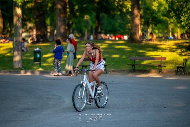 La ragazza della bicicletta.