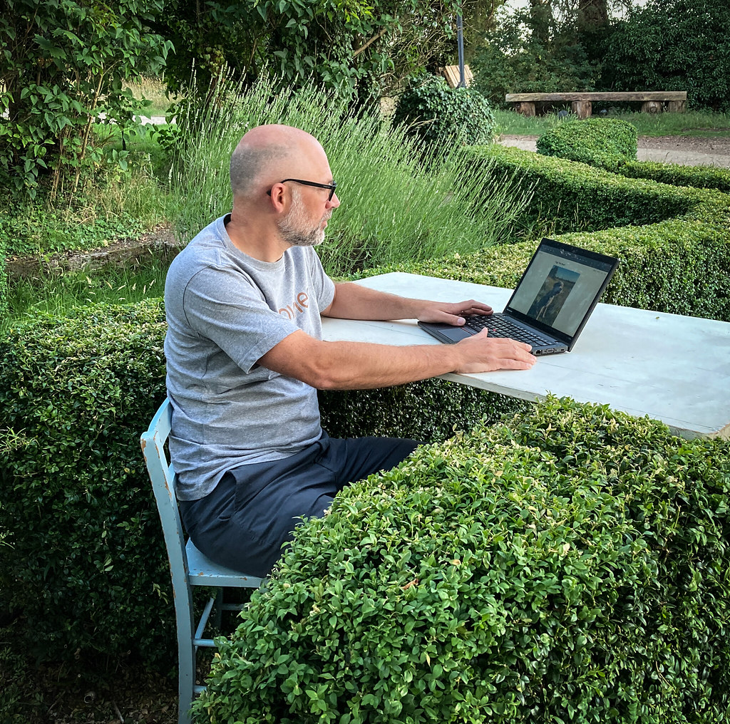 The hedge desk. Height adjustable, but slowly.