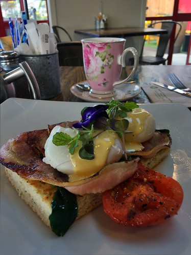 Eggs Benedict and very elegant tea. Kings Cafe | by Kiwi at the camera
