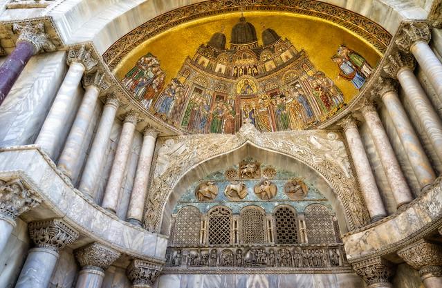 Mosaic above the Porta Sant'Alipio