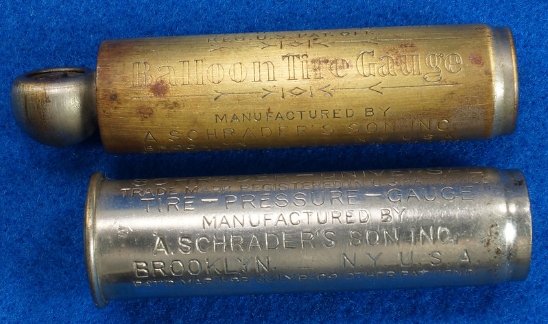 RD18799 2 Antique Schrader Balloon Tire Pressure Gauges Patented 1909 & 1923 DSC08471