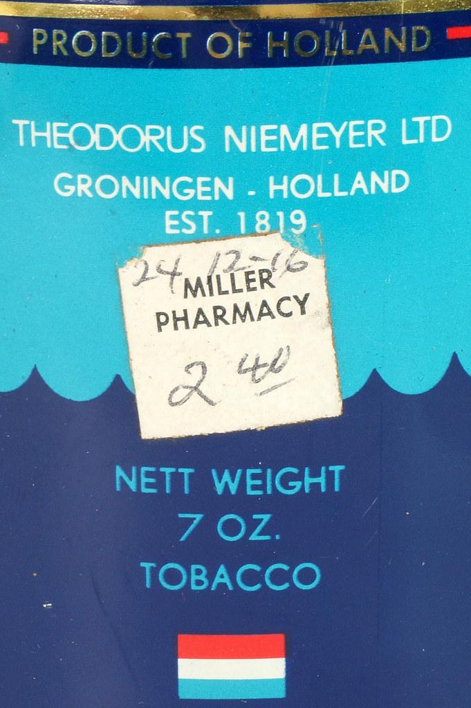 RD16115 Vintage FLYING DUTCHMAN Tobacco Tin - Made in Holland - 7 oz. DSC08525