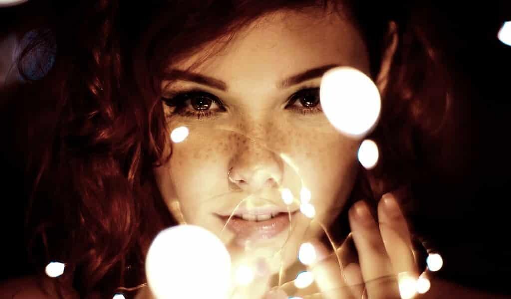 fixer-une-lumière-rouge-intense-améliore-la-vue