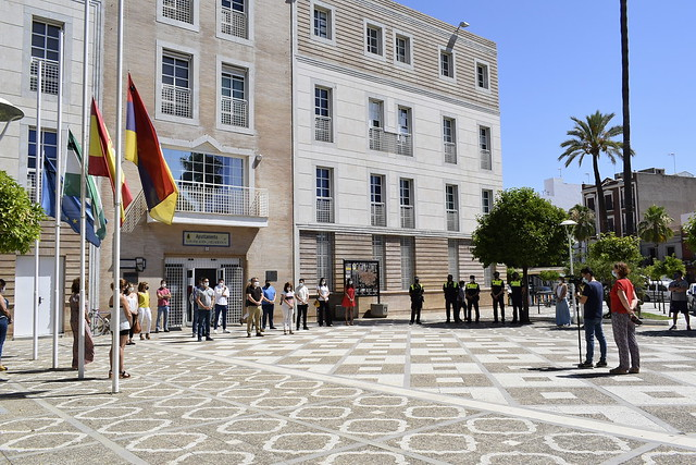 Minuto de silencio y tres días de luto oficial en Los Palacios y Vfca por las víctimas del Covid-19