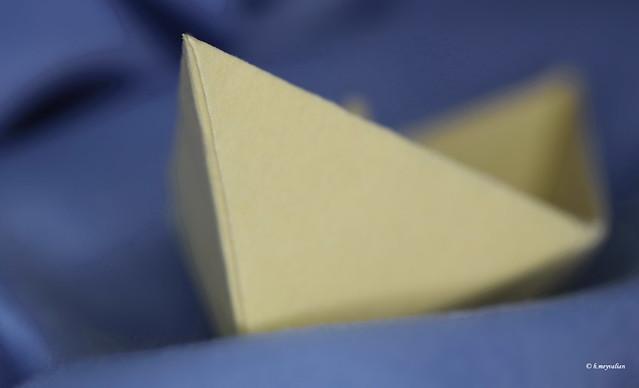 Yellow folded paper boat floating - C'era una volta un piccolo naviglio...
