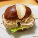Weißwurstburger im Laugenbrötchen