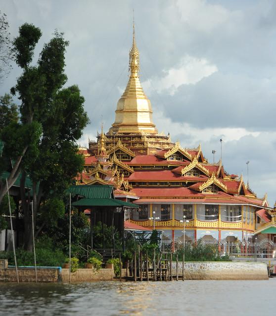 Hpaung Daw U Pagoda, Inle Lake (Shan State), Myanmar_(Birmania)_D700_428