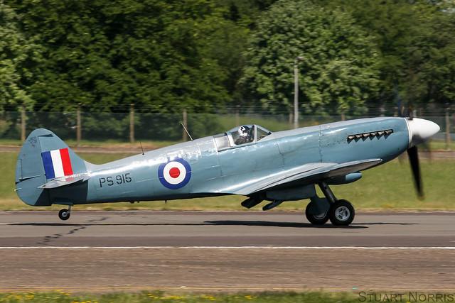 Spitfire XIX PS915 - Battle of Britain Memorial Flight RAF Coningsby
