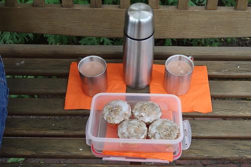 Heißer Kakao zu Möhren-Haselnuss-Muffins