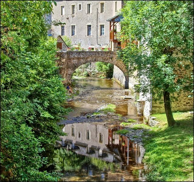 Estaing-Région Occitanie-France.(EXPLORE)