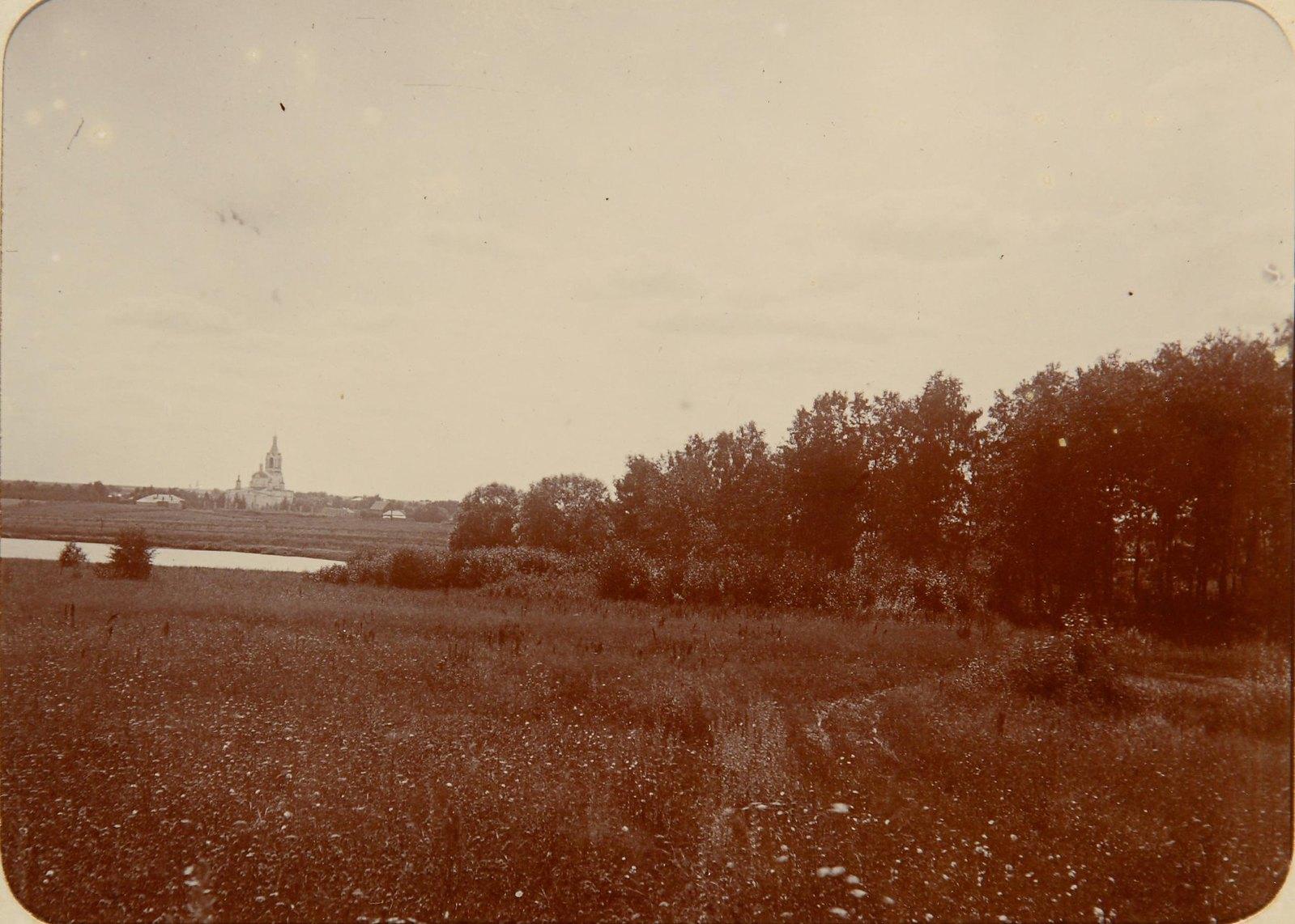 16. Вид на реку Пахра и церковь