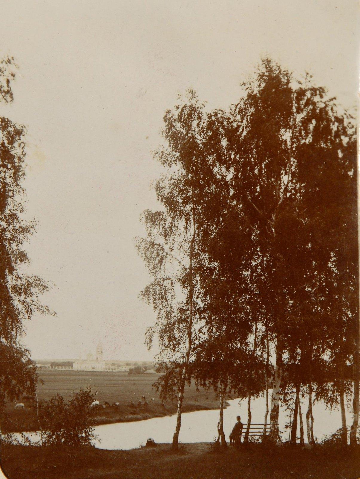 15. Вид на обрыв над рекой и реку Пахру