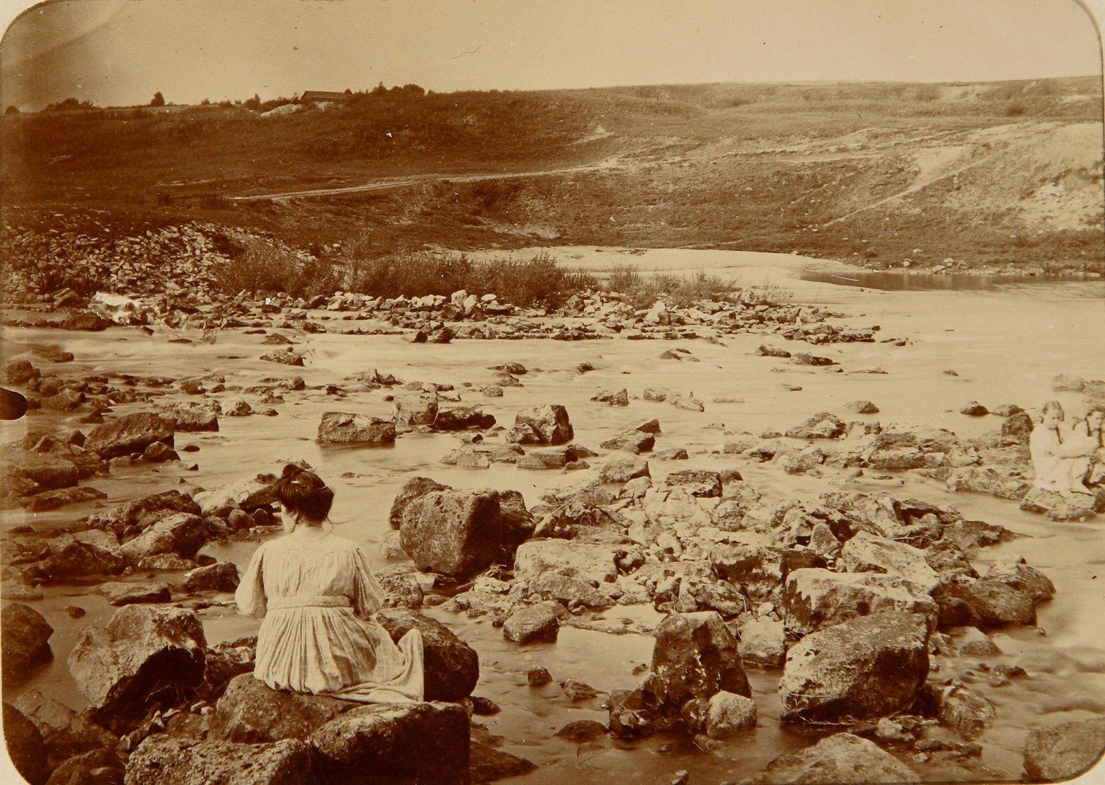 09. Дама на каменистом берегу Пахры