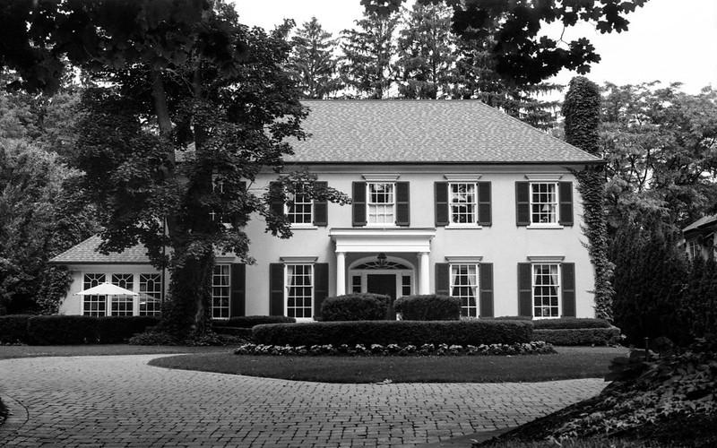Tasteful Lakeshore Mansion