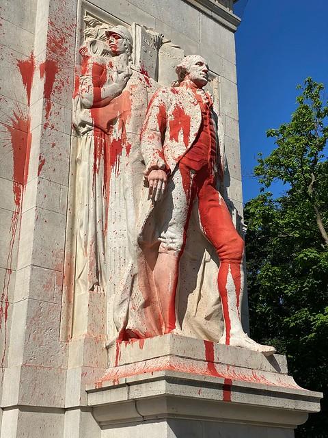 george washington statue @ washington square park, nyc