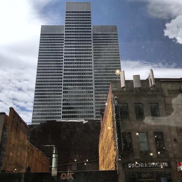 Les années se sont mélangées dans ce reflet de la ville...