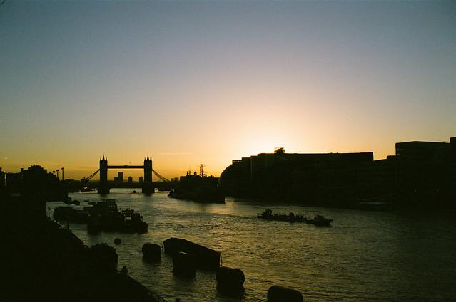Tower Bridge Early Morning (4)