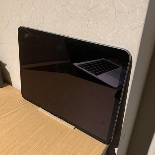 11インチ iPad Proを壁際に設置