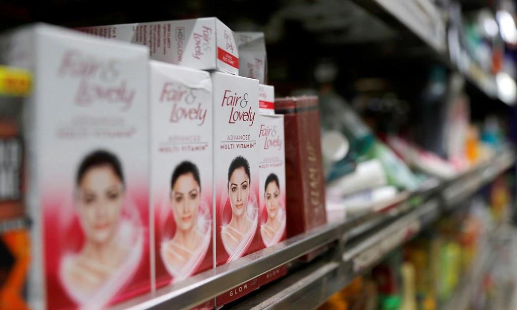 為了回應種族歧視批評,印度聯合利華宣布刪除產品名稱中的「美白」字眼。(圖片來源:Anushree Fadnavis/Reuters)