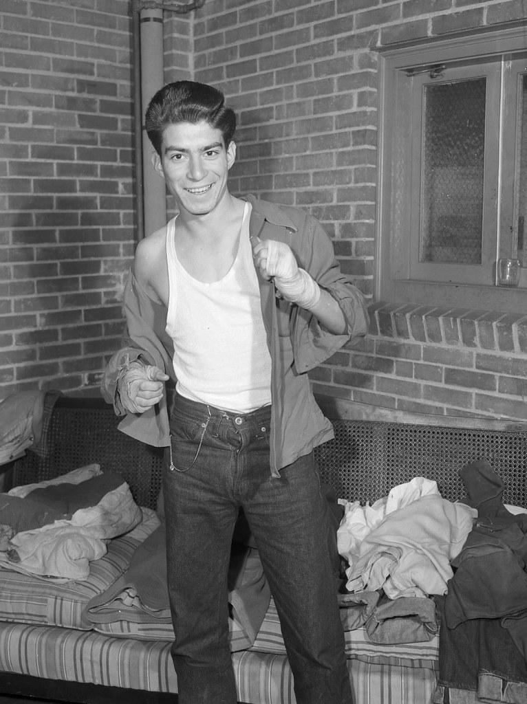 boxer_leon_deleon_texas_1945