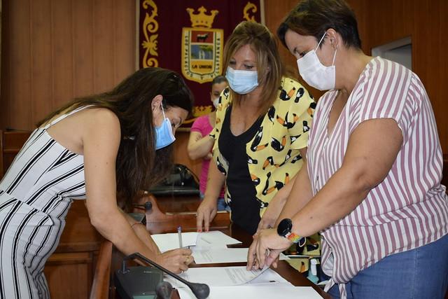 Presentación y firma contratos Programa para la Prevención de la Exclusión Social