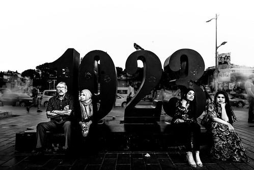 blackandwhitephotography blackandwhite bnw bw street streetphotography streetphoto strasenfotografie bnwstreetphotography turkey istanbul üsküdar turkish abstract abstractreality blackwhite noiretblanc monochrome minimalistic minimalism lightandshadow linesandcurves blancoynegro schwarzweiss shadows outside people personen