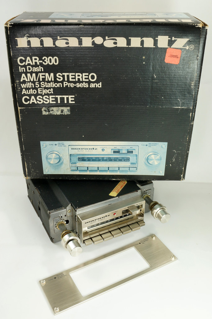 RD28745 Rare 1978 Silverface Marantz AM-FM Cassette Car Stereo CAR-300 in Original Box with Unused Faceplate DSC08543