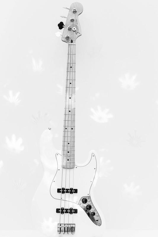 hi-key Fender Jazz Bass