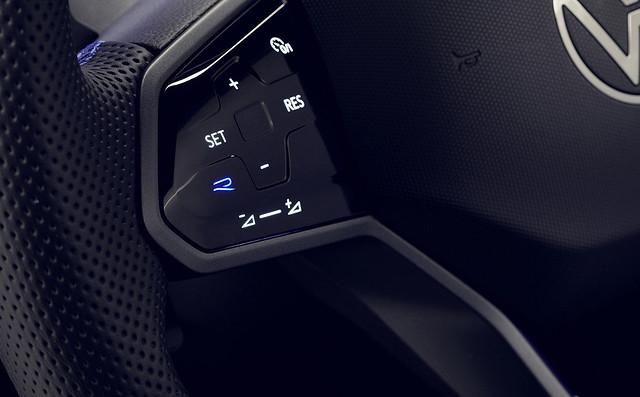 2021-VW-Tiguan-25