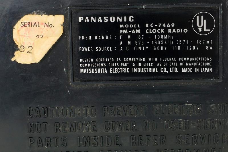 RD29017 Vintage Premium 1969 Panasonic National RC-7469 Flip Snooze Alarm Lighted Clock DSC08646